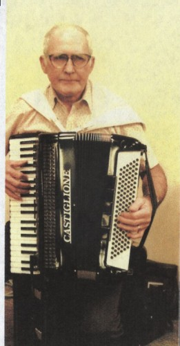 Oscar with his accordion